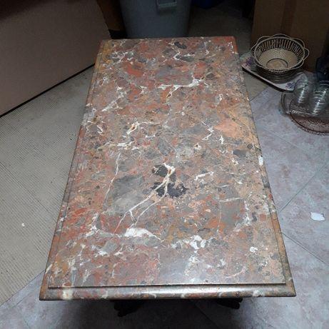 Mesa baixa em mármore e madeira