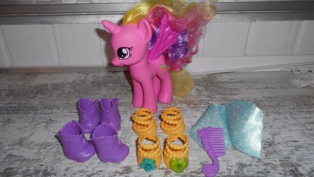 My Little Pony Duża 17 cm Księżniczka Cadence+2 komplety butów hasbro