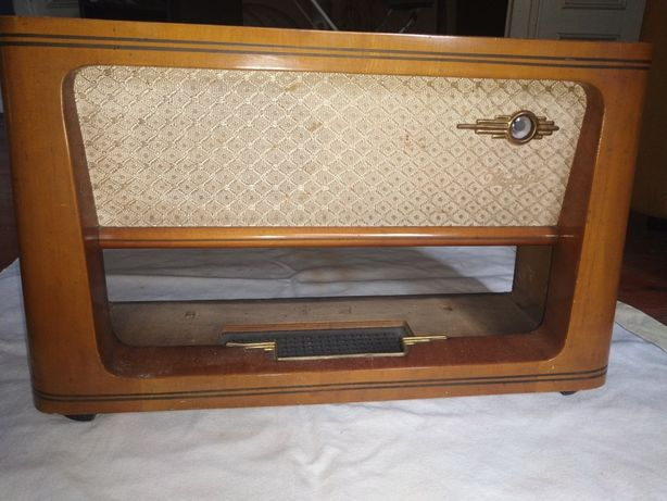 Obudowa starego radia