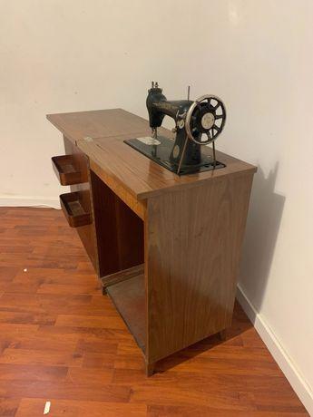 Máquina de costura singer com móvel