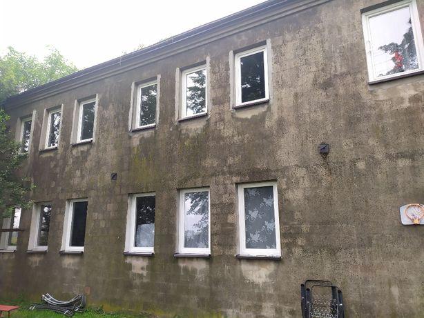 Dobryszyce: działka 1 ha, 5 mieszkań, domek, wiaty, garaże