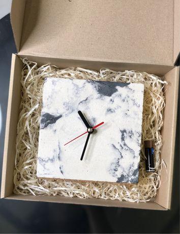 Часы настольные из бетона
