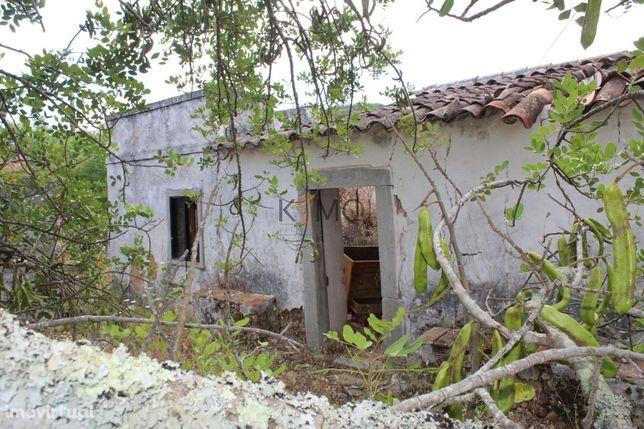 Vende-se terreno com ruina em Santa Catarina Fonte do Bispo