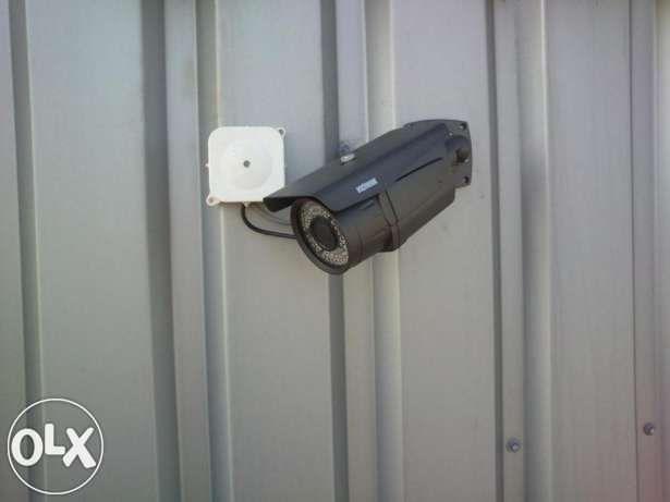 Montaz instalacji monitoringu CCTV kamer alarmu domofonu wideodomofonu