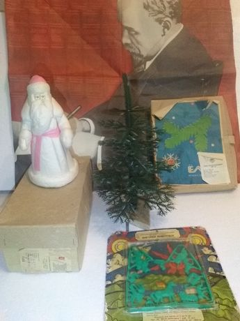 Дед мороз,Ёлка,Фигурки(запечатаны),Плакат,Всё в коробках.Из СССР.
