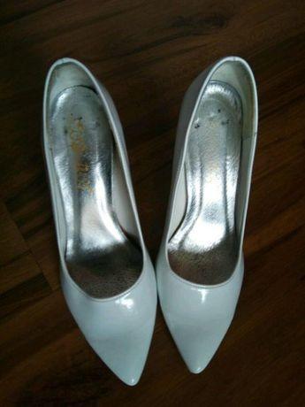 Buty ślubne białe lakier miękkie ślub wesele podwiązka 36