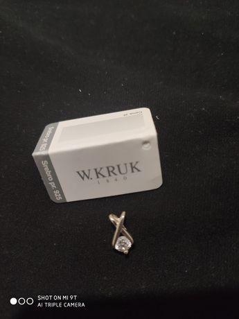 Wisiorek srebrny z cyrkonią KRUK.