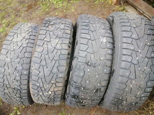 Продам комплект шин 195.65R15 Pirelli шипованые 6 мм протектор