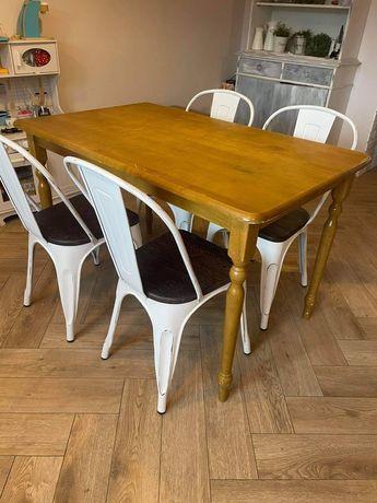 Stół drewniany w stylu country
