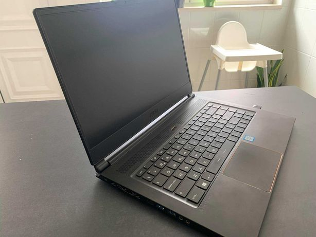 """Portátil MSI 15.6"""" GS65 Stealth Thin"""