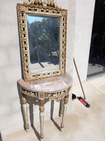 Movel antigo com espelho