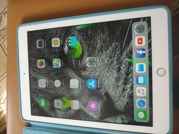 Продам или на обмен планшет IPAD 9,7 Silver, 32 Gb
