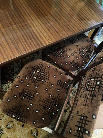 Stol rozkladany i 4 krzesla