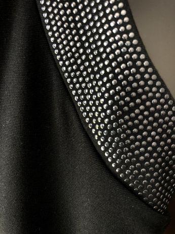Sukienka czarna z aplikacją