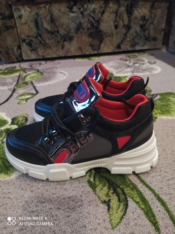 Продам кроссовки производитель Польша
