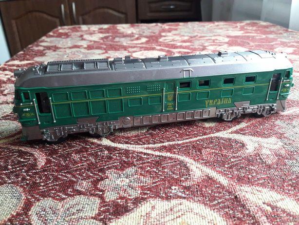 Поезд,потяг,локоматив игрушка звук,свет.