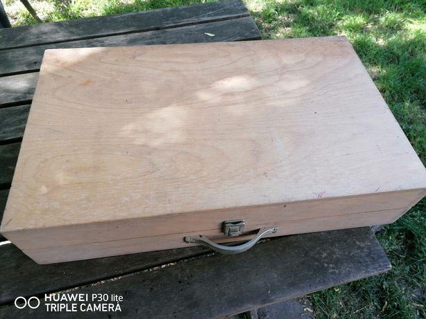 Drewniana walizka / skrzynka
