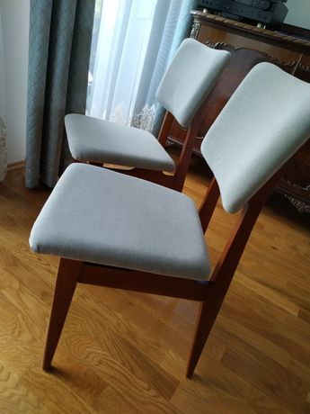Krzesło krzesła PRL po renowacji