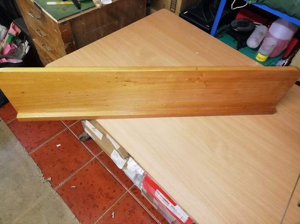 Prateleiras em madeira