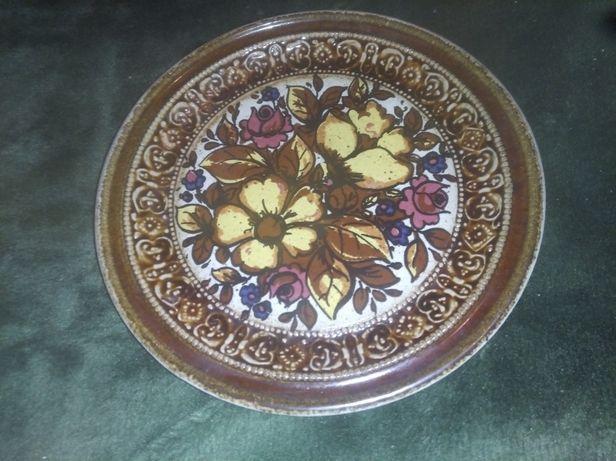 Talerz ceramiczny z motywem kwiatowym