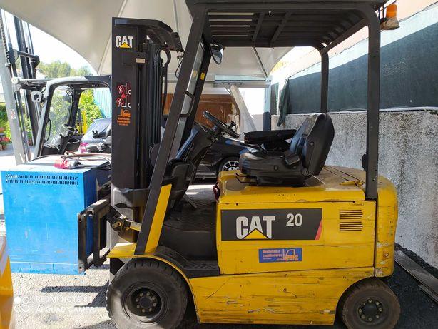 Empilhador elétrico CAT 2 ton subida garfos antes subir torre