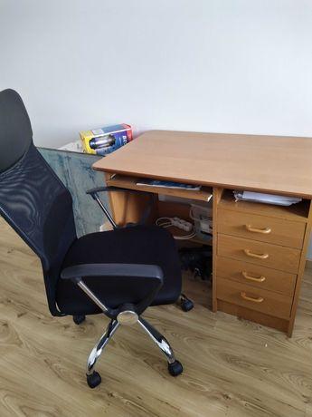 Biurko z fotelem biurowym