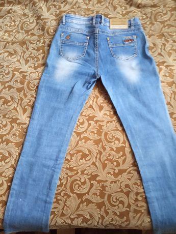 Продам женские летние джинсы