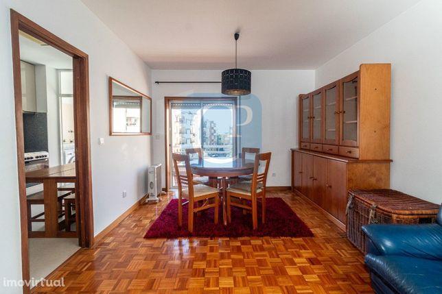 Apartamento T2 mobilado e equipado, à Areosa