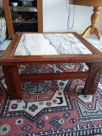 Mesa de sala em mármore