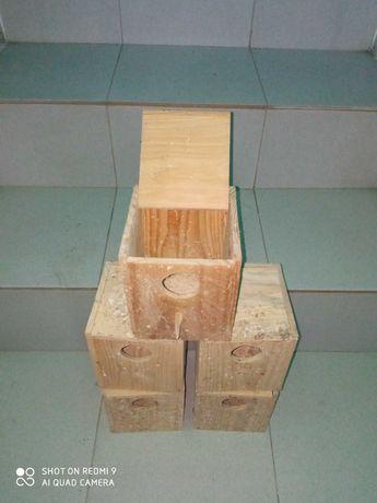 Ninhos de madeira