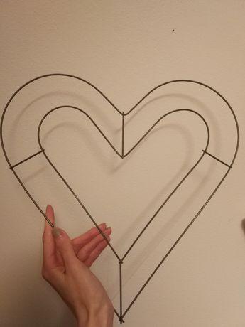 Serce z drutu, model