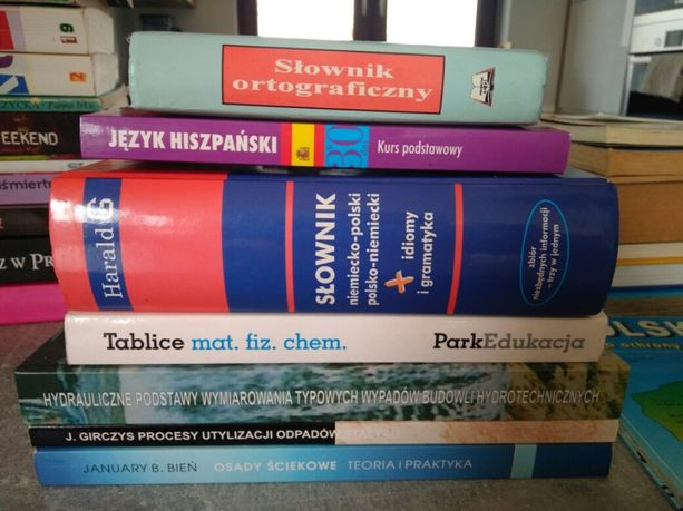 Książki na studia, słowniki, tablice matematyczne, kurs hiszpańskiego