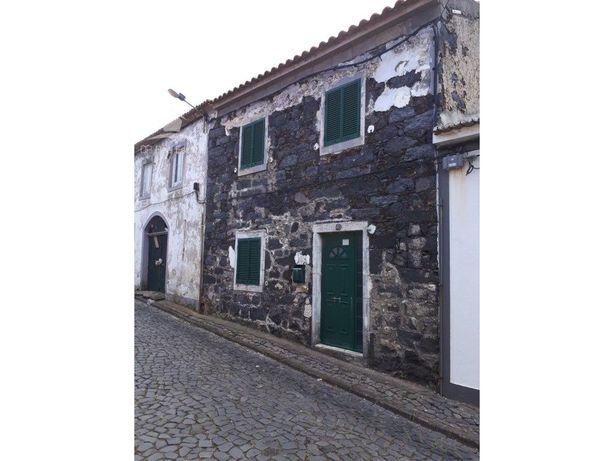 Imóvel Urbano, localizado na Travessa do Barroso, junto a...