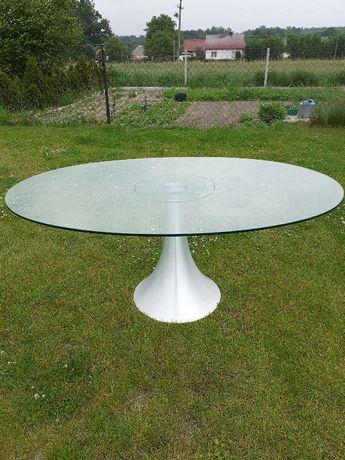 Nowoczesny szklany stół