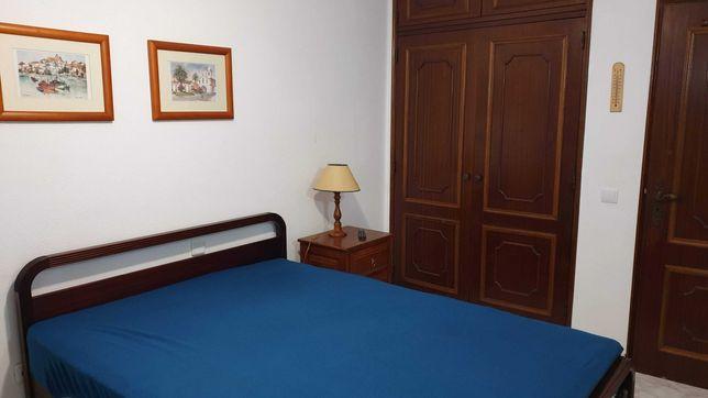 Aluguer de quarto individual, a senhor/trabalhador, em Altura/Algarve