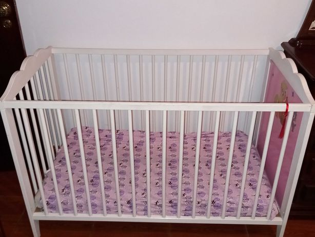 Berço branco para bebé usado