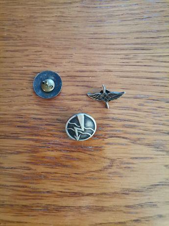 Odznaki wojskowe korpusówki. Za 3 szt. 25 PLN.