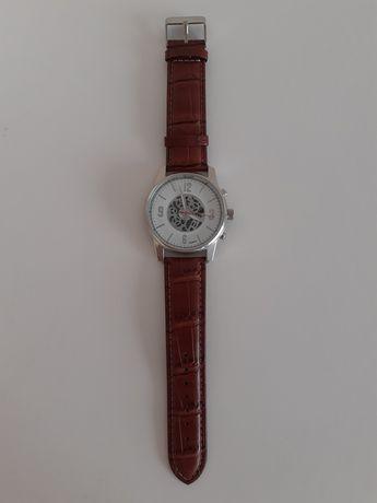 Męski brazowy zegarek