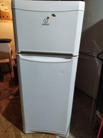 Продам рабочий холодильник Индезит