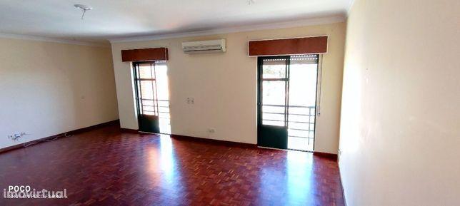 Apartamento T3+1 com 130 m2 área util com garagem de 17m2 - Aires