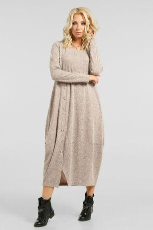 Трендовое теплое платье свободного кроя