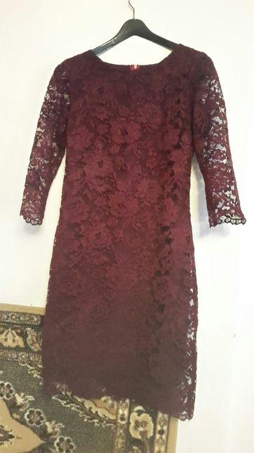 Плаття женское  цвет вишни.