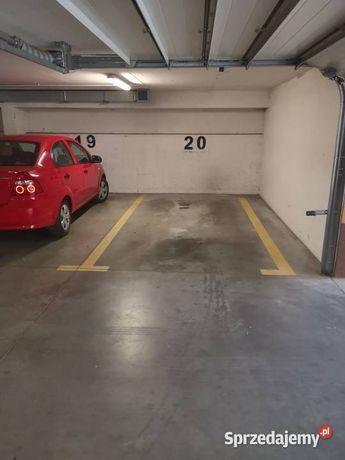 POSZUKUJE!Garazu/miejsca parkingowego pod motocykl