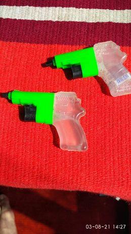 Маленькие водяные пистолеты