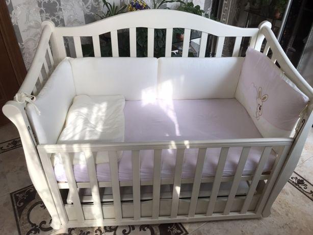 Кроватка дитяча з маятниковою установкою