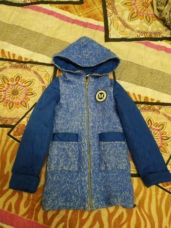 Пальто для девочки в отличном состоянии..