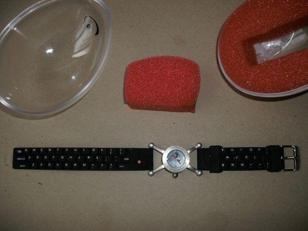 Relógio Microsoft com correia a imitar teclado