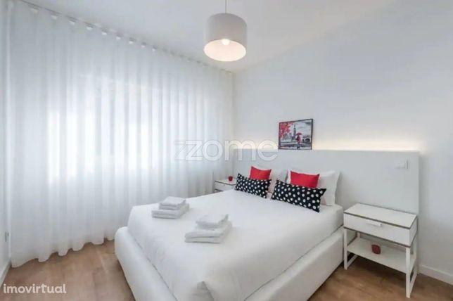 Apartamento T2 no centro do Porto, renovado, mobilado e equipado