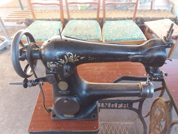 Швейна машинка лівоременна, рукавна Singer