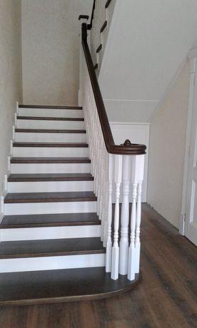 лестницы из дерева, обшивка бетонных и металлических, двери, плинтуса